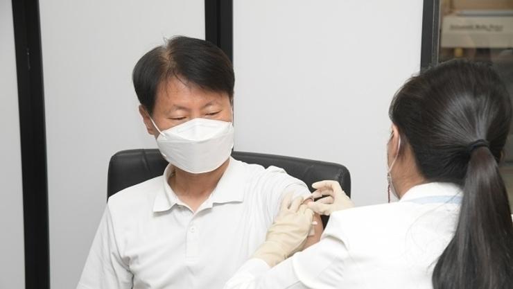 코백스-아스트라제네카 백신 83.5만 회분 도입...5∼6월 접종